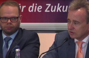 Helge Lindh (SPD) und Bernd Petelkau (CDU): Einigkeit bei der Politik, dass das analoge Spiel mehr Wertschätzung verdient